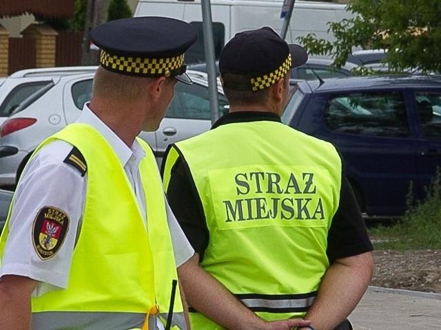 Patrol straży miejskiej wezwał pogotowie, żeby ratować życie kierowcy