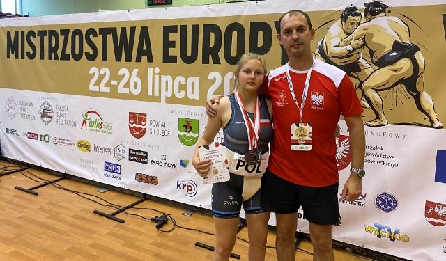 Gabriela Kowalska z trenerem Karolem Kucharczykiem.