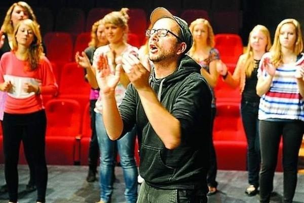 Paweł Passini zaprosił do realizacji swego przedstawienia opolskich licealistów i studentów.
