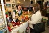 Feeria barw i smaków na targach AGROTRAVEL, minister maluje ćmielowskie figurki