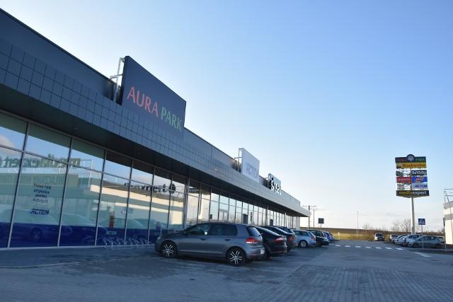 """Nowe centrum handlowe """"Aura Park""""  powstało przy ul. Mroteckiej w Nakle"""