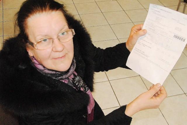 Mirosława Jagusiak z rachunkiem za wodęMirosława Jagusiak: - Dla mnie liczy się każdy grosz .