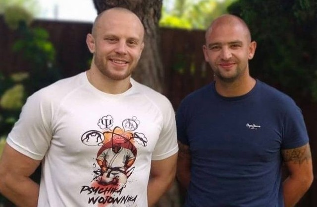 Bartłomiej Słowak i Wojciech Jagodziński, pomysłodawca innowacyjnego projektu przeznaczonego dla młodych piłkarzy