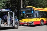 Wypadek autobusu MPK Łódź na Kaczeńcowej. Czołowe zderzenie autobusu linii 76 z samochodem osobowym