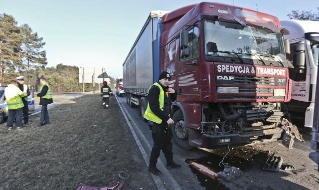 W Zielonej Górze zderzyły się dwie ciężarówki