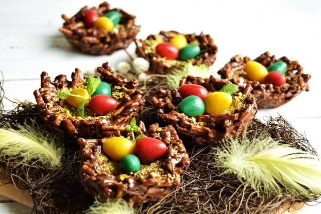 Ciekawy deser na Wielkanoc: ptasie gniazda.