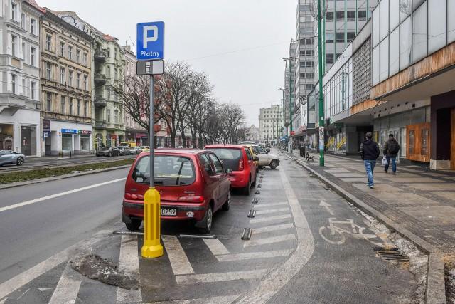 Kierowcy, którzy chcą odzyskać pieniądze, muszą złożyć wniosek wraz z dowodem opłacenia parkingu