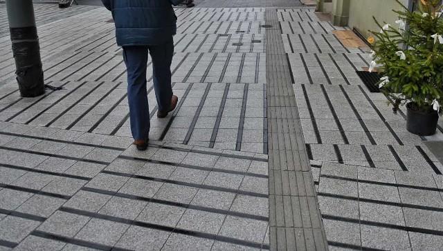 Remont ulicy Święty Marcin w Poznaniu zbliża się do końca. Nowy chodnik położony na reprezentacyjnej ulicy nie wszystkim przypadł do gustu.Przejdź do kolejnego zdjęcia --->