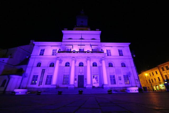 Z okazji Światowego Dnia Zdrowia reprezentacyjne obiekty w Lublinie zostały podświetlono na niebiesko