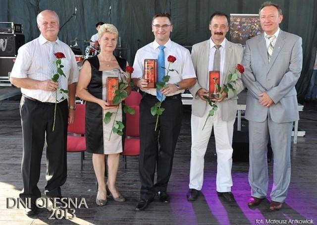 Na zdjęciu od lewej: Andrzej i Ewa i Pyrkoszowie, Radosław Gliński, Wojciech Wiecha i burmistrz Sylwester Lewicki.