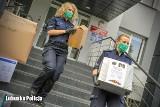 Policjanci z komendy miejskiej w Gorzowie zebrali niemal pół tony plastikowych nakrętek dla Wiktorii Klińskiej
