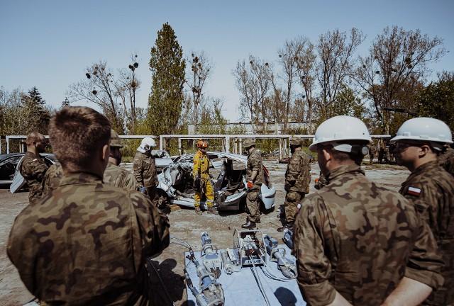 Żołnierze uczyli się, jak ratować ofiary wypadków