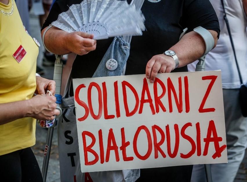 W Polsce odbywają się wiece przeciw aktom przemocy władzy na...