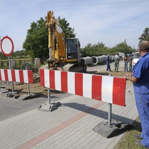 Prace na ul. Partyzanckiej rozpoczęły się we wrześniu. Na początku listopada wylewany tam będzie asfalt.