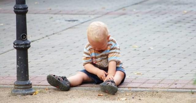 4-letni chłopczyk sam spacerował po Bytowie. Mama w tym czasie spała.