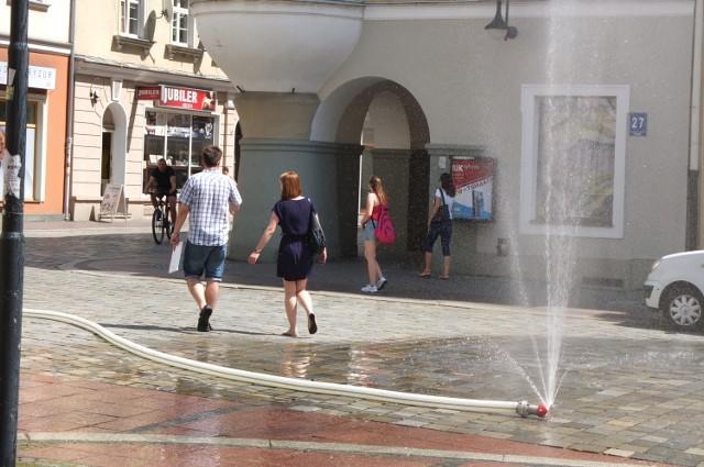 Kurtyny wodne w Opolu.