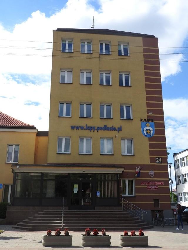 Karty do głosowania można złożyć  w Biurze Obsługi Interesanta Urzędu Miejskiego w Łapach lub tam przesłać