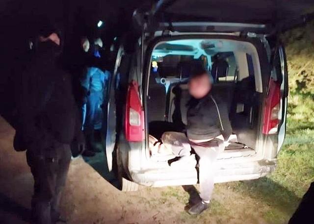 Sprawcy napadu zostali szybki zatrzymani przez częstochowską policjęZobacz kolejne zdjęcia. Przesuwaj zdjęcia w prawo - naciśnij strzałkę lub przycisk NASTĘPNE
