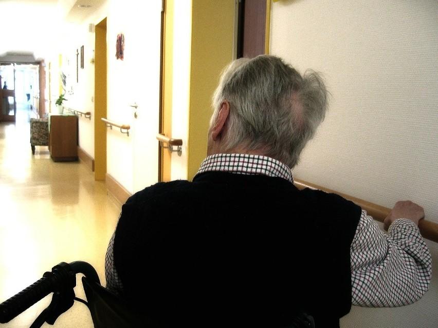 Pacjent niechciany przez rodzinę to postrach szpitali. Pandemia jest tylko jedną z wymówek