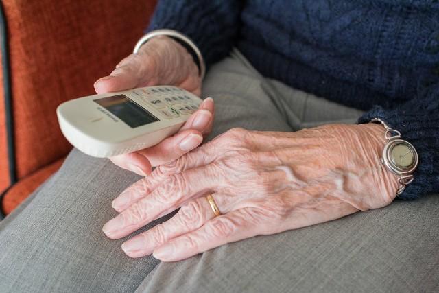 """Nie daj się oszukać! Ktoś oferuje """"testy na koronawirusa"""" przez telefon."""