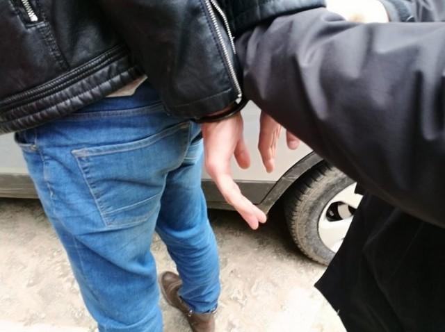 22 letni wrocławianin aresztowany po próbie przekupienia policjantów.