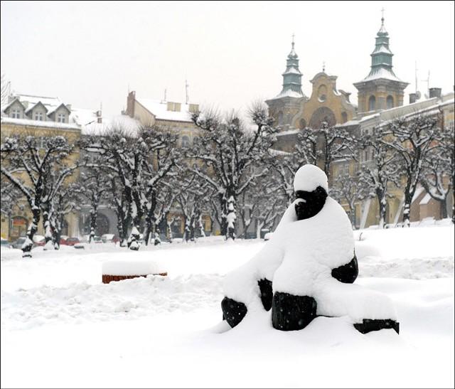 Zima w natarciu w Przemyślu i okolicachKolejne, intensywne opady śniegu utrudniają zycie mieszkancom Przemyśla i okolicznych miejscowości.