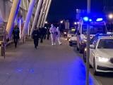 Wrocław: Panika na lotnisku. Karetki w eskorcie policji wiozły ludzi do szpitala. Koronawirus?