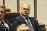 Radny Marek Gola pozostanie na stanowisku. Radni sejmiku wojewódzkiego odrzucili wniosek o odwołanie wiceprzewodniczącego za szczepienie