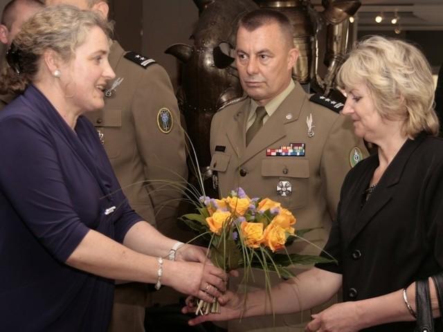 W otwarciu wystawy wzięła m.in. udział matka żołnierza i jego koledzy z międzyrzeckiej brygady.