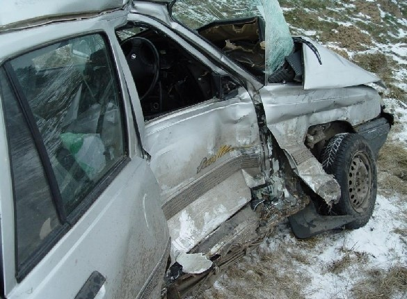 Kierowca opla kadeta nie ustąpił pierwszeństwa na skrzyżowaniu na krajowej ósemce i zderzył się z tirem.