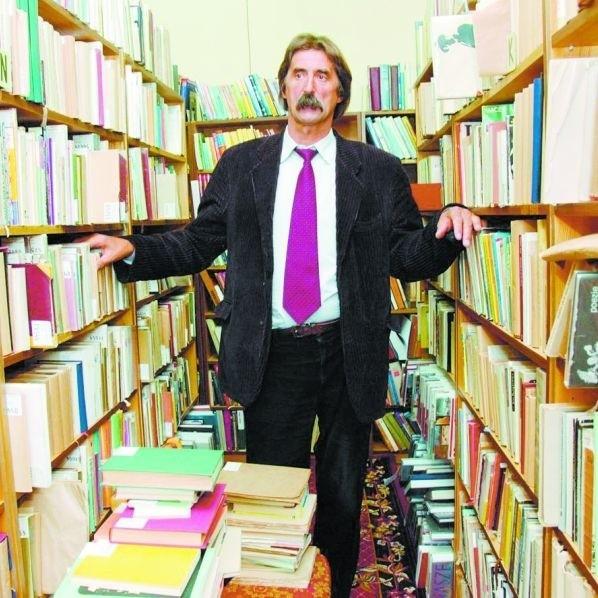 Anatol Borowik jest z wykształcenia bibliotekarzem. W książnicy był wicedyrektorem. Został zwolniony, bo zmieniła się władza.