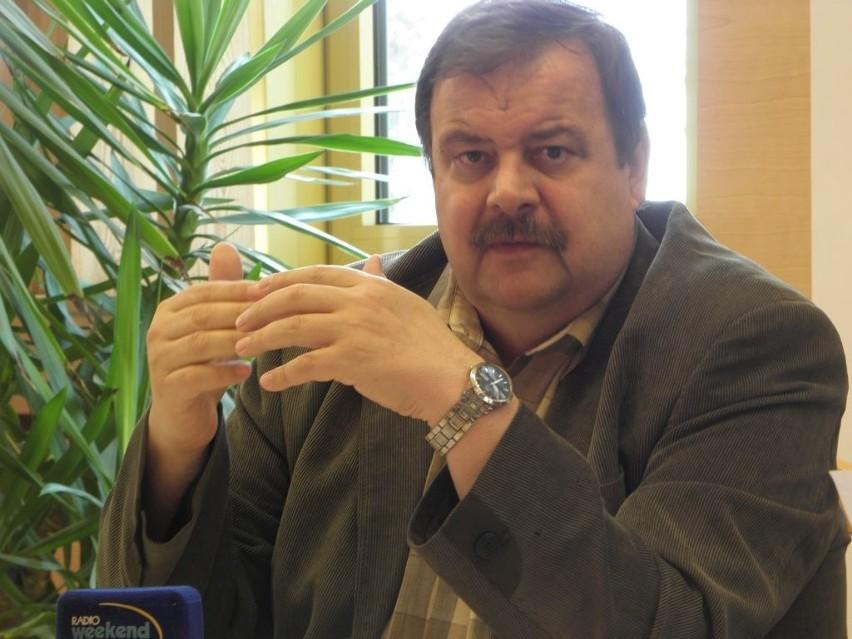 - To tak jak z kontraktem szpitala z NFZ - porównuje starosta Stanisław Skaja. - Też musimy się zmieścić w subwencji.