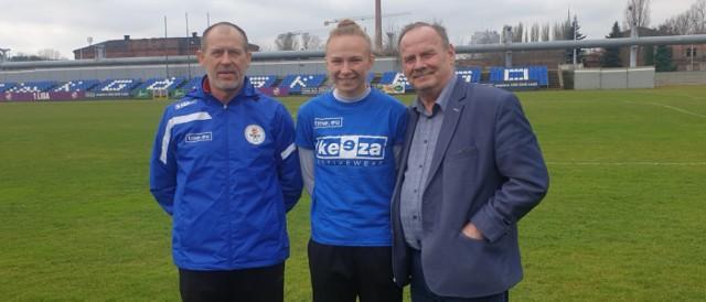 Od lewej: trener Marek Chojnacki, Katarzyna Konat i prezes Janusz Matusiak.