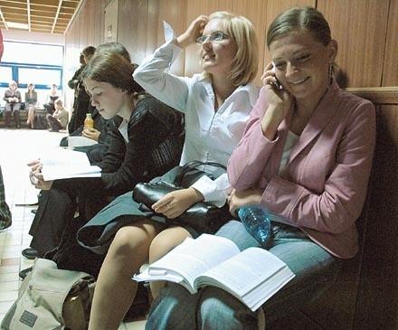 Alicja Rzepa i Paulina Pawlak są tegorocznymi absolwentkami gubińskiego liceum. Nie udało się im za pierwszym razem przejść przez wąskie sito wymogów filologii polskiej. W piątek przyjechały więc na rozmowy kwalifikacyjne.