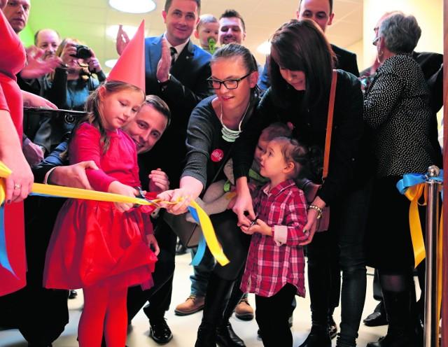 W oficjalnym otwarciu żłobka Iskierka, najdroższej tego typu placówki w Polsce, pomagały maluchy