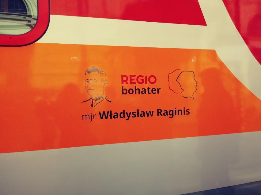 Podlaskie. Podróż z bohaterem. Pociąg z wizerunkiem mjr Władysława Raginisa wyjechał na tory (zdjęcia)