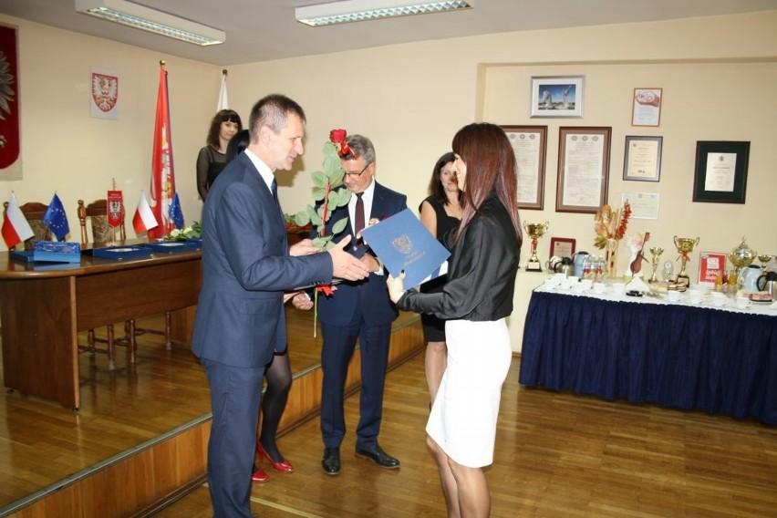 Nagrody od starosty otrzymali pedagodzy ze szkół w Chełmnie:...