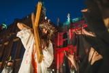 Droga Krzyżowa 2020. Gdzie i o której oglądać transmisję  online i w TV z Wielkiego Piątku? Niezwykłe nabożeństwo w Watykanie 10.04.2020