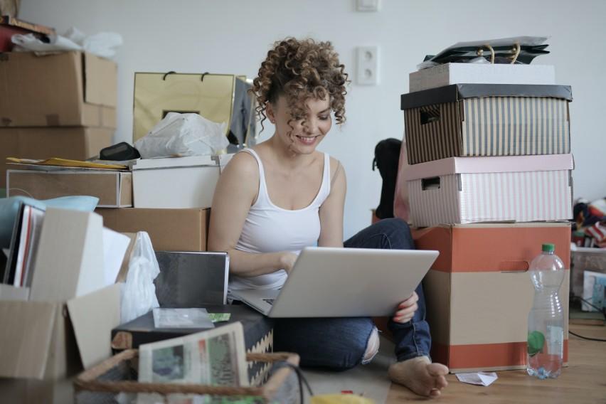 Szacuje się, że sprzedaż w Internecie stanowi nie więcej niż...