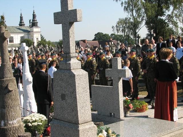Na kadzidlańskim cmentarzu jest m. in. grób żołnierski