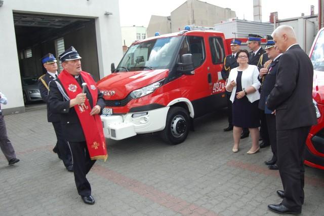 Samochody poświęcił ks. Roman Michalski, diecezjalny kapelan strażaków.
