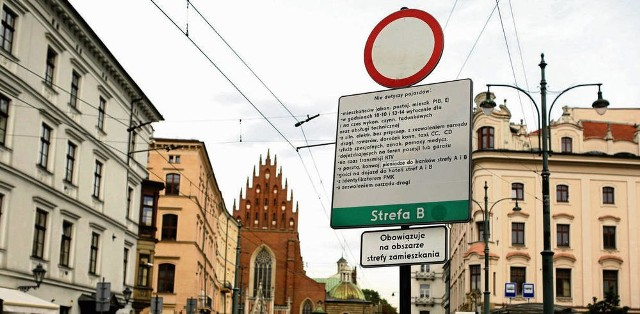 Zdaniem mieszkańców i krakowskich aktywistów, czas zakończyć uznaniowe wydawanie wjazdówek do centrum miasta