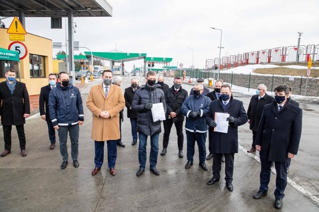 Na podpisaniu umowy z wykonawcą odcinka Kuźnica-Sokółka obecni byli parlamentarzyści, samorządowcy, urzędnicy. Był też minister infrastruktury Andrzej Adamczyk