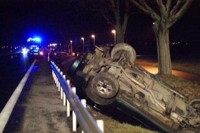 W niedzielę na drodze krajowej nr 32 na odcinku pomiędzy Grodziskiem a Ptaszkowem doszło do wypadku, w którym zderzyły się trzy samochody. W wypadku zostały ranne cztery osoby, w tym dwójka dzieci. Zobacz więcej zdjęć ---->