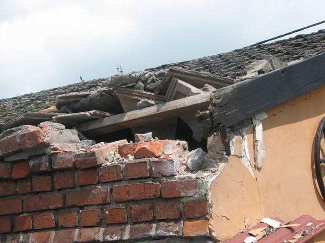 Budynek w Chociulach uszkodzony przez tira.