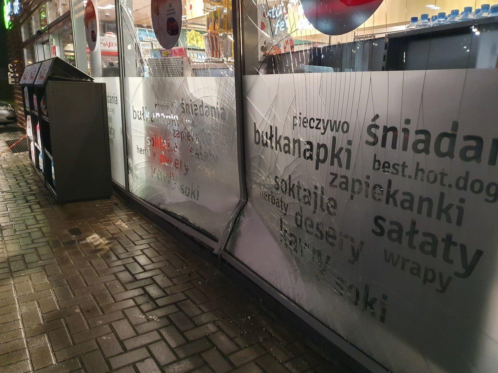 Pijany Kierowca Uderzyl W Stacje Paliw Orlen Zdjecia Glos