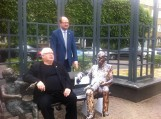 Gdańsk: Rzeźba Güntera Grassa na ławeczce obok Oskarka już w październiku