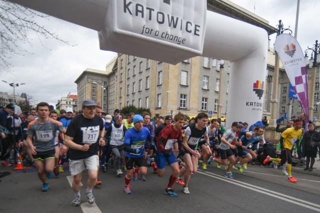 Biegi im. Wojciecha Korfantego odbywają się na trasie z Katowic do Siemianowic ŚląskichZobacz kolejne zdjęcia. Przesuwaj zdjęcia w prawo - naciśnij strzałkę lub przycisk NASTĘPNE