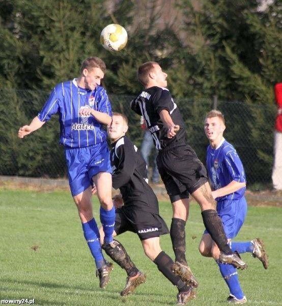 Igloopol (niebieskie stroje) rozegrał udany mecz kontrolny.