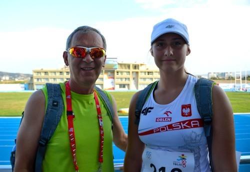 Dyskobolka Agnieszka Kulak z trenerem Henrykiem Michalskim.